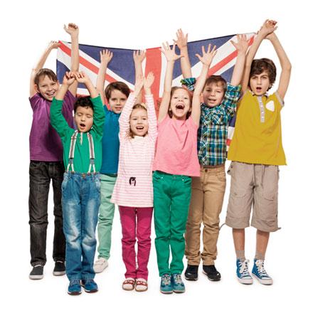 niños con una bandera inglesa