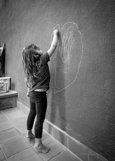 corazón de tiza en la pared